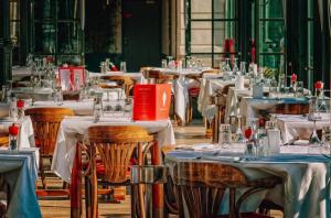 An image showing restaurant setup - upscale restaurant sop